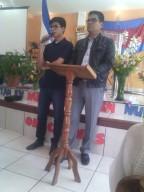 Misionero Randolfo y su hijo compartiendo con el Distrito