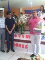 Los hermanos de la Iglesia Amigos en San Ignacio haciendo entrega de recuerdos a la familia misionera y a mi también