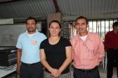 Con los dos obreros que la Iglesia apoya en Tocoa Colón y en la Mosquitia